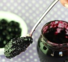 Mazanje džema u Pločniku, najpopularniji klabing utorkom